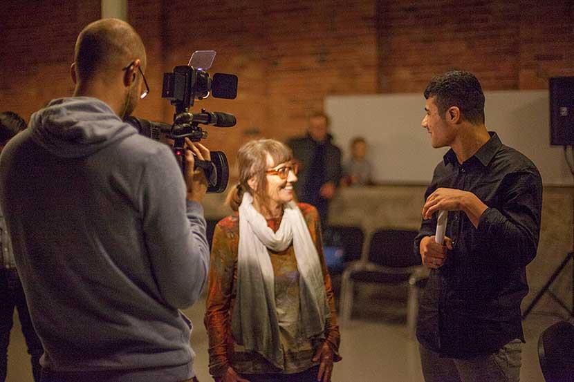 Ghani Ataei im Gespräch mit Erika | Foto © Rottkay